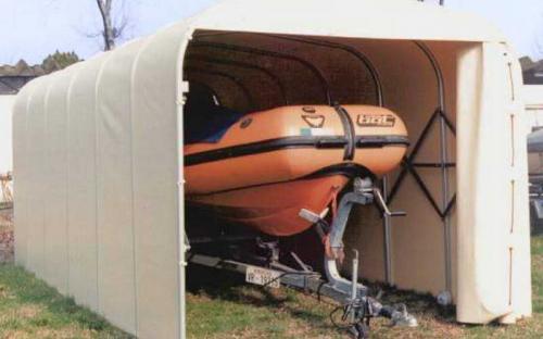 Тентовое укрытие для моторной лодки