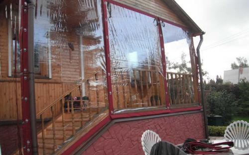 Защитные шторы для летних веранд. Прозрачные шторы для дачи. Частный дом