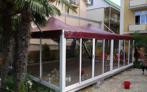 Защитные шторы для летних веранд. Прозрачные шторы для кафе. Летний ресторан, Сочи, Адлер