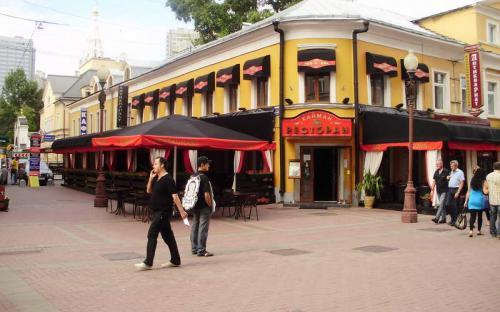 "Летняя веранда. Ресторан ""Кайман"", Арбат Алюминиевый каркас, яхтенная ткань, подиум."